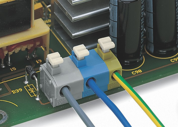 Серия 235: Пример применения: клеммная колодка как источник электроснабжения