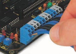 Серия 254: Вставка одножильного проводника без инструмента