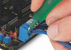 Серия 254: Извлечение одножильного проводника при помощи инструмента