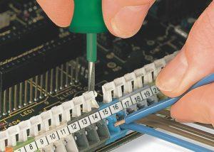 Серия 256: Вставка / извлечение проводника при помощи нажимной кнопки