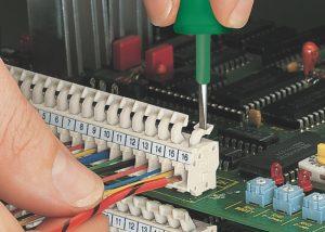 Серия 257: Вставка / извлечение проводника при помощи нажимной кнопки